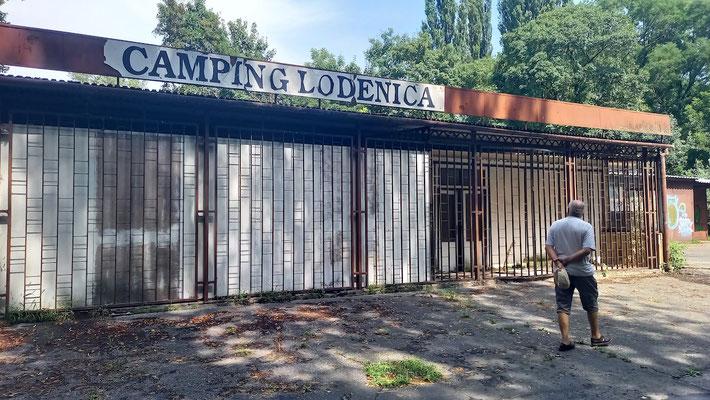 Reste des ehemaligen Campingplatzes