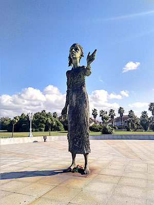 das Denkmal für die Mütter der Emigranten ...