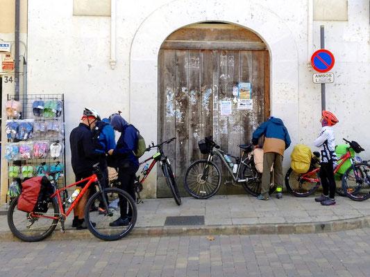 Fahrradpilger rüsten sich zur Weiterfahrt