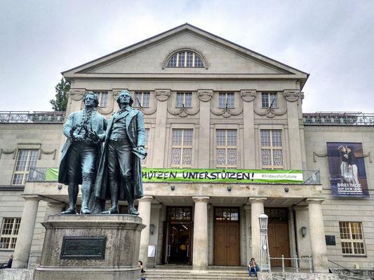 die Herren Goethe und Schiller vor de Opernhaus