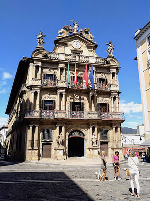 Posieren vor dem alten Rathaus