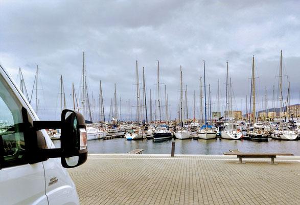 ruhiger Stellplatz mit Sicht auf den Yachthafen