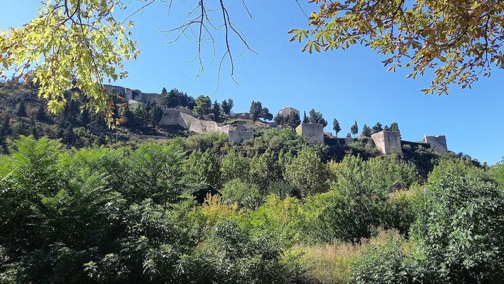 die Anlage der Burg besticht durch ihre Weitläufigkeit, nicht durch Höhe