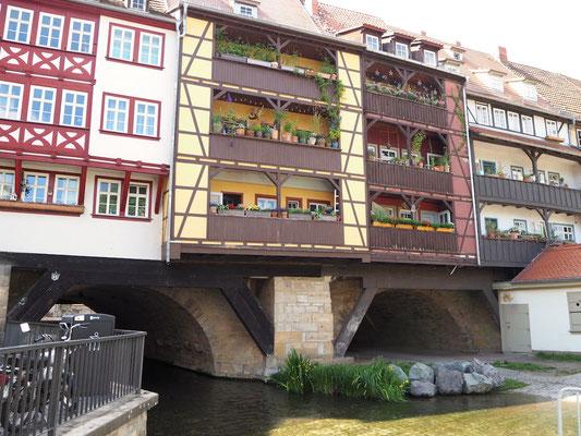nur von außen gibt sich die Brücke als solche zu erkennen