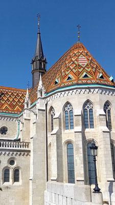 noch einmal eine Vergrößerung der Kirche, weil ich das Mosaik auf dem Dach so schön finde