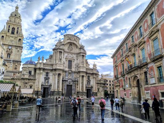 die Kathedrale und das Rathaus