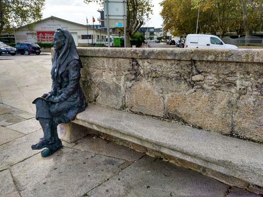 Skulptur einer Fischerfrau