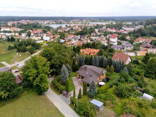 ... und hier eine Villa mit parkähnlichem Garten