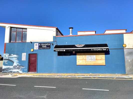 die Cafeteria neben dem Parkplatz hat leider schon geschlossen ...