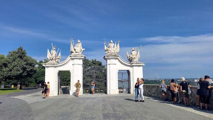 eines der Tore zur Burg