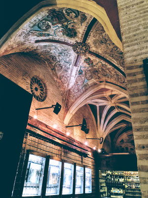 die Kirche San Vicente beherbergt heute die Vereinigung der schönen Künste, hier die Decke der Cafeteria
