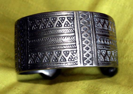 """Bracelet de chénille, appelé """"Khal-Khal"""""""