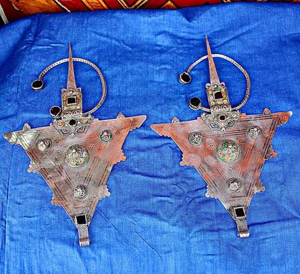 Fibel aus Tiznit, Souss: Silber, Emaille und Glas