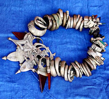 Collection des bagues et de pendentifs touareg