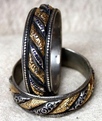 """Bracelets """"soleil et lune"""", nommés ainsi à cause de la combinaison d'or et d'argent"""
