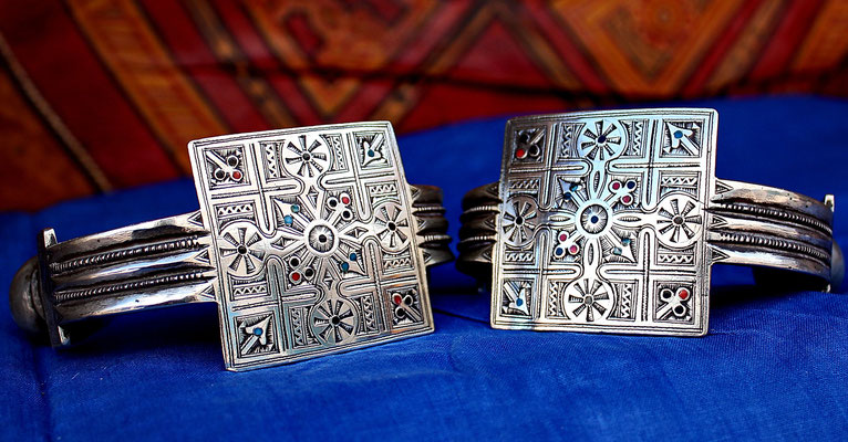 "Bracelets de chénille, ""Khal-Khal"""
