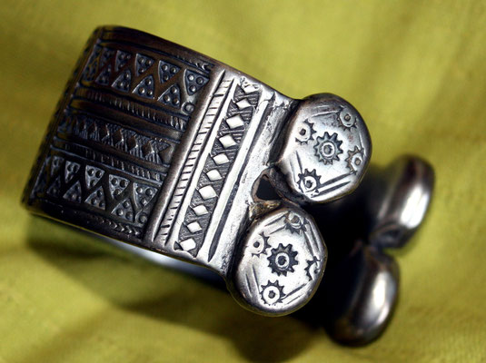 """Khal-Khal""-Bracelet, seen from the other side"