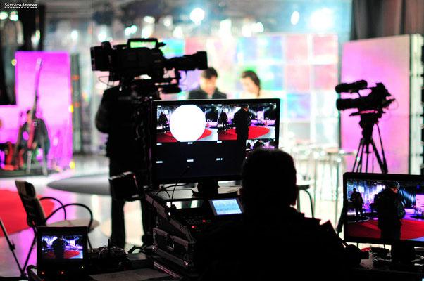 TELEVISION PHOTOGRAPHER