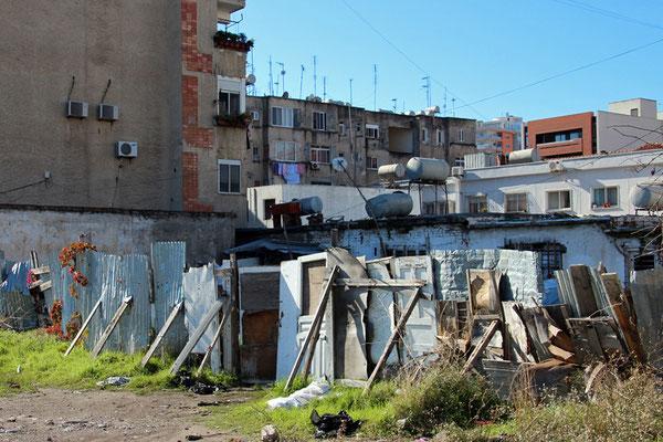 Durrës. Dans tout le pays, les citernes font partie du paysage