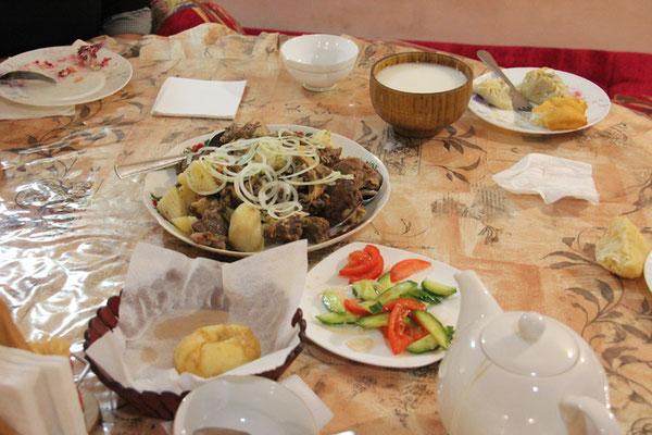 Repas traditionnel Bishbarmak