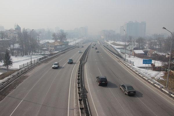 Almaty dans le brouillard quotidien
