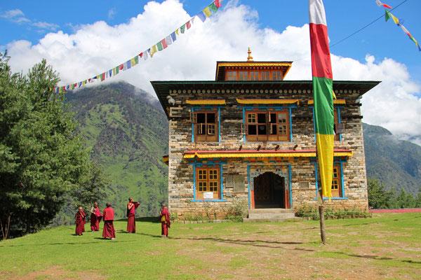 Un monastère sur une coline