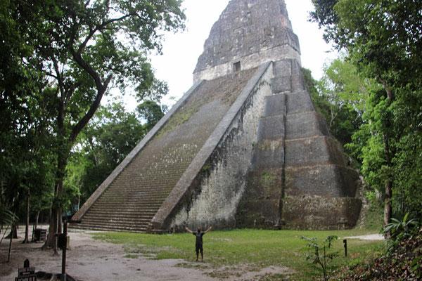 Temple dans les ruines de Tikal (56 mètres)