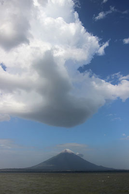 Volcan au milieu d'un Lac (Ometepe)