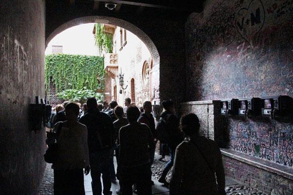 Verone, La maison de Juliette et son balcon en arrière plan