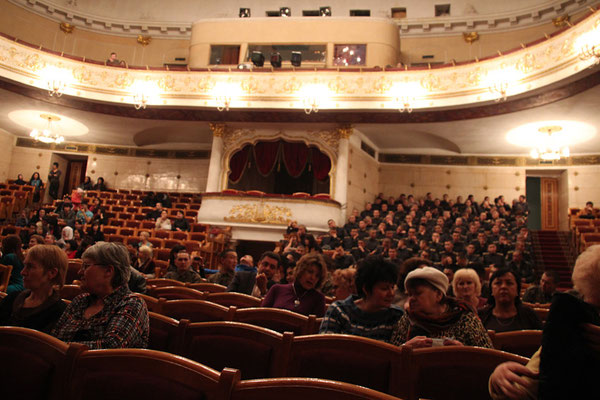 Sortie des militaires à l'Opéra de Bishkek