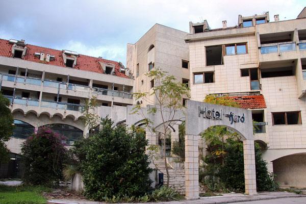 Le grand Hôtel de Kotor, en piteux état.