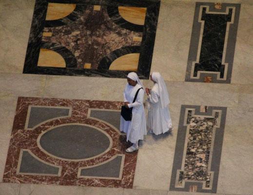 Blick von der Kuppel in den Dom