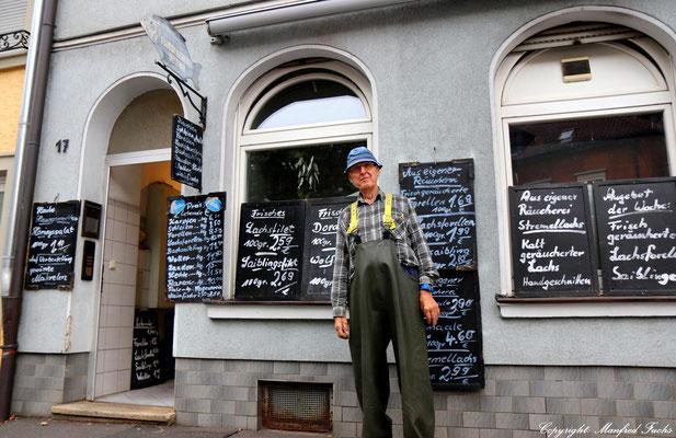 Gerhard Dittmar vor seinem Geschäft