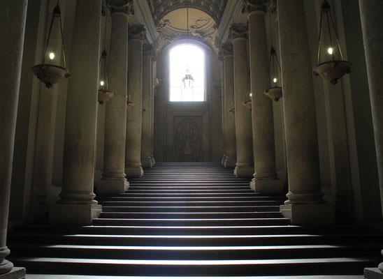 Die Königstreppe, Aufgang zur Sixtinischen Kapelle und zu den Papsträumen