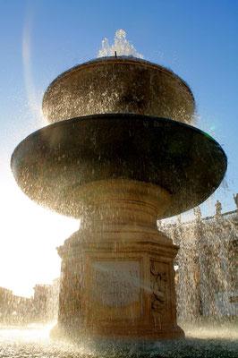 Brunnen im Gegenlicht