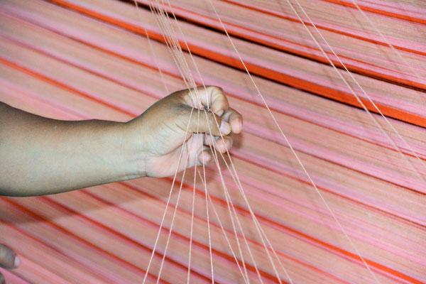 Das Weben der Tragetücher ist 100% Handarbeit.