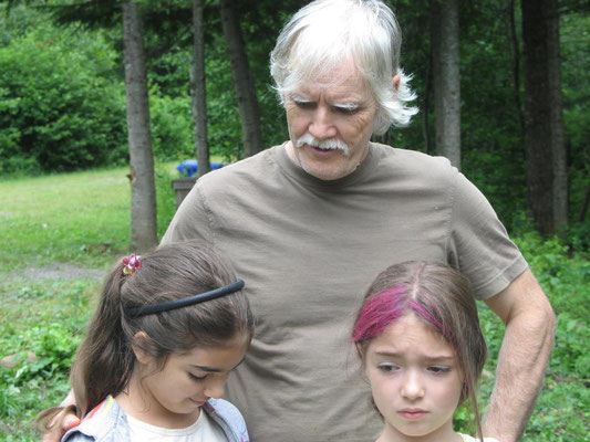 Daniel Lachance et ses deux petites filles