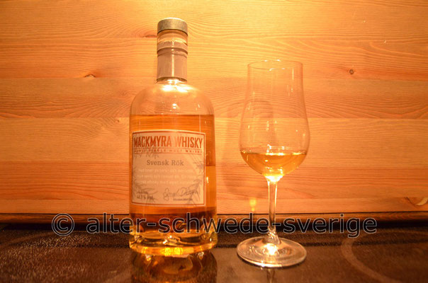 """Schwedischen """"Mackmyra-Whisky"""" genießt man natürlich in einem speziellem Whiskyglas ..."""