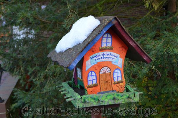 Vogelhaus ... als Modell für eine ... ganz bestimmte ... Hundehütte ...