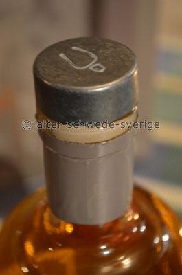 """""""Mackmyra Whisky"""" ... und mit echtem Verschluß aus ... Schwedenstahl ...  ;-)"""