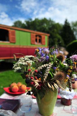 bouquet de fleurs des champs aux alentours