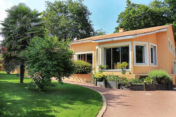 Maison contemporaine sur Haute-Goulaine, vue extérieure de la façade.