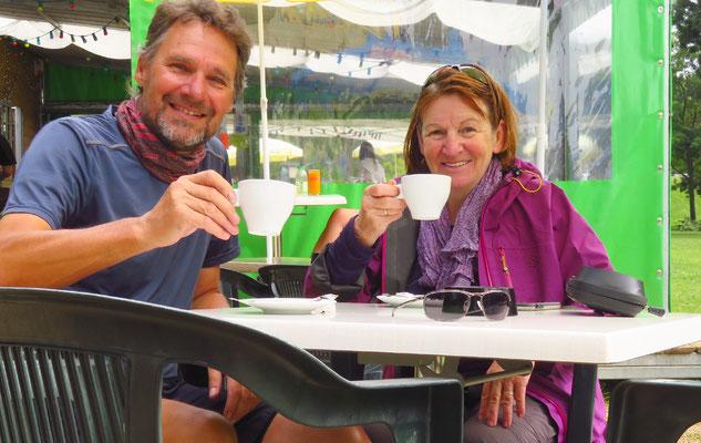In Frankreich gibt es meist sehr guten Kaffee. Die Tasse für ca. 1 Euro 50!