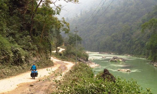 Entlang dem Seti Khola River.