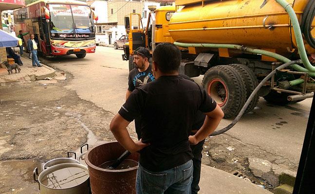 Vorerst gibt es nur schmutziges Wasser aus Zisternenlastwagen.