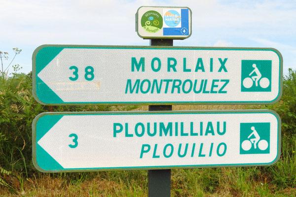 Orts- und Strassennamen werden oft auch auf Bretonisch angeschrieben.