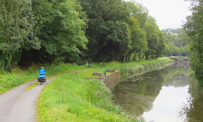 Genussfahren abseits des Verkehrs, hier am Canal de Nantes à Brest.