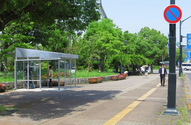 Raum für Raucher, hier in Hiroshima. Dafür ist in Hotels und Restaurants das Rauchen durchaus üblich.