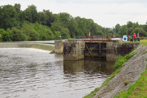 Die Mayenne führt jetzt viel Wasser.
