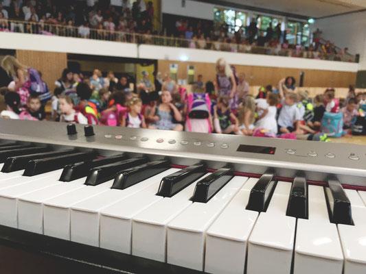 """Auftritt bei der Einschulung einer Duisburger Grundschule mit dem Song """"Alles, was du brauchst, ist da."""" Gänsehaut."""